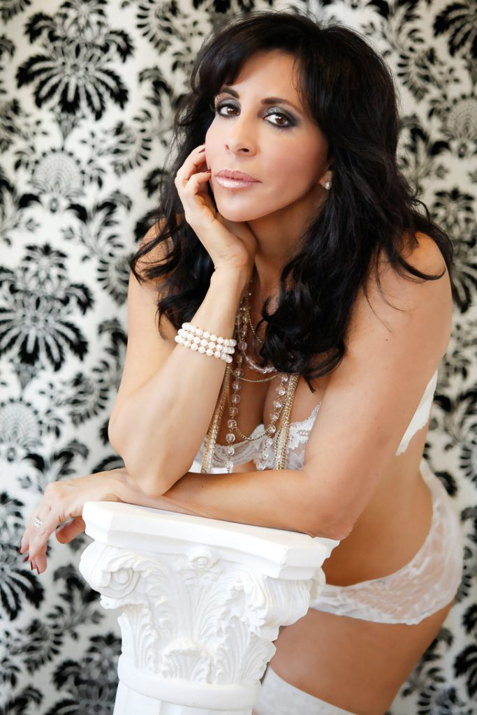 pearls-lingerie-boudoir-photos-women-juliati-photography