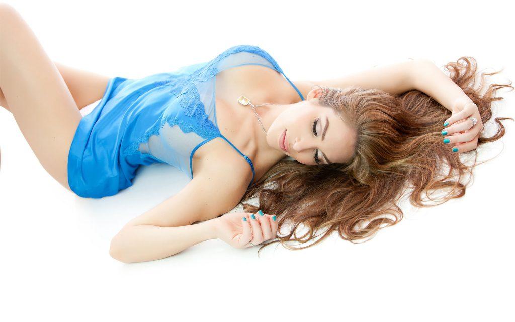 sexy-boudoir-nude-photos-navy-blue-lingerie-juliati-photography