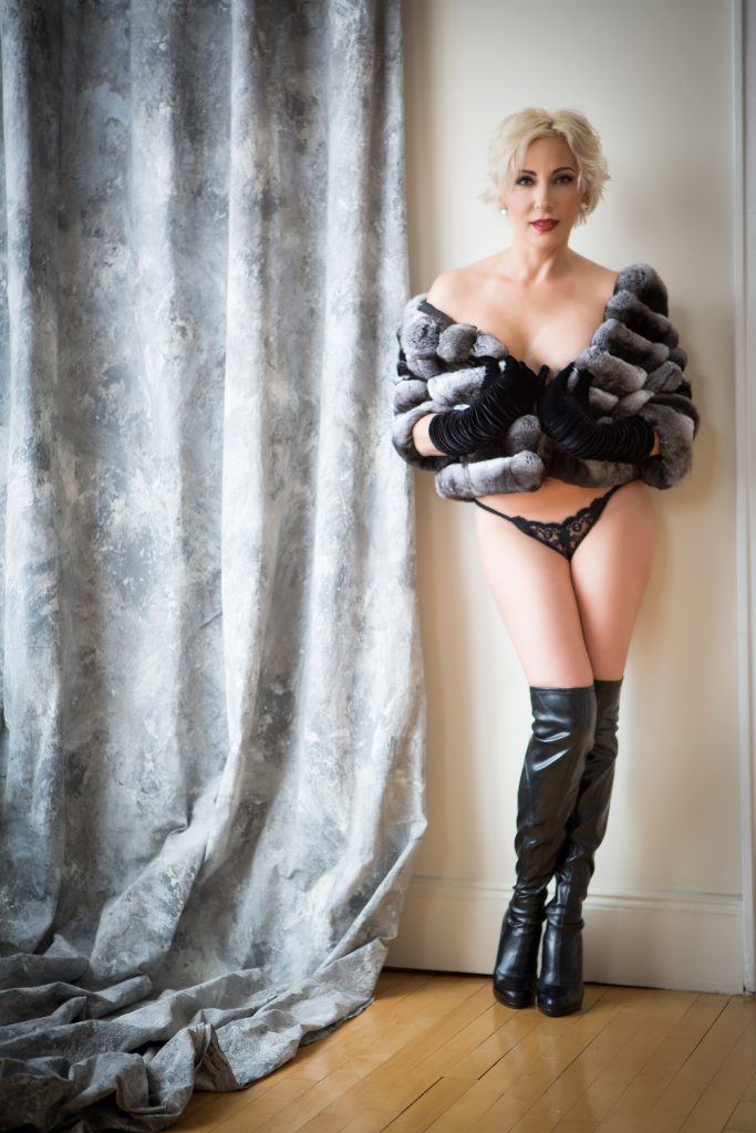 sexy-boudoir-nude-photo-fur-gloves-black-boots-juliati-photography