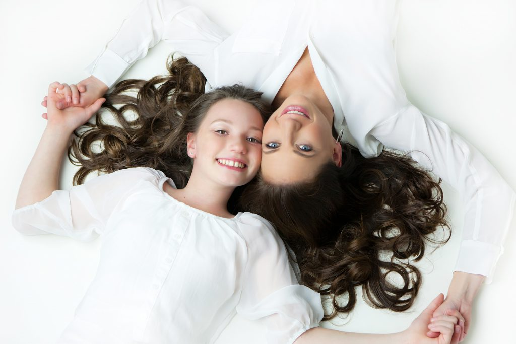 mother-daughter-white-dresses-photo-juliati-portrait-photography