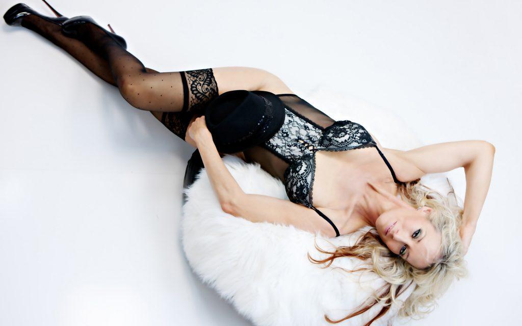 sexy-corset-stockings-boudoir-photos-women-photography-juliati
