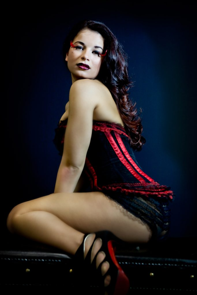 boudoir-photos-sexy-corset-louboutin-shoes-juliati-photography
