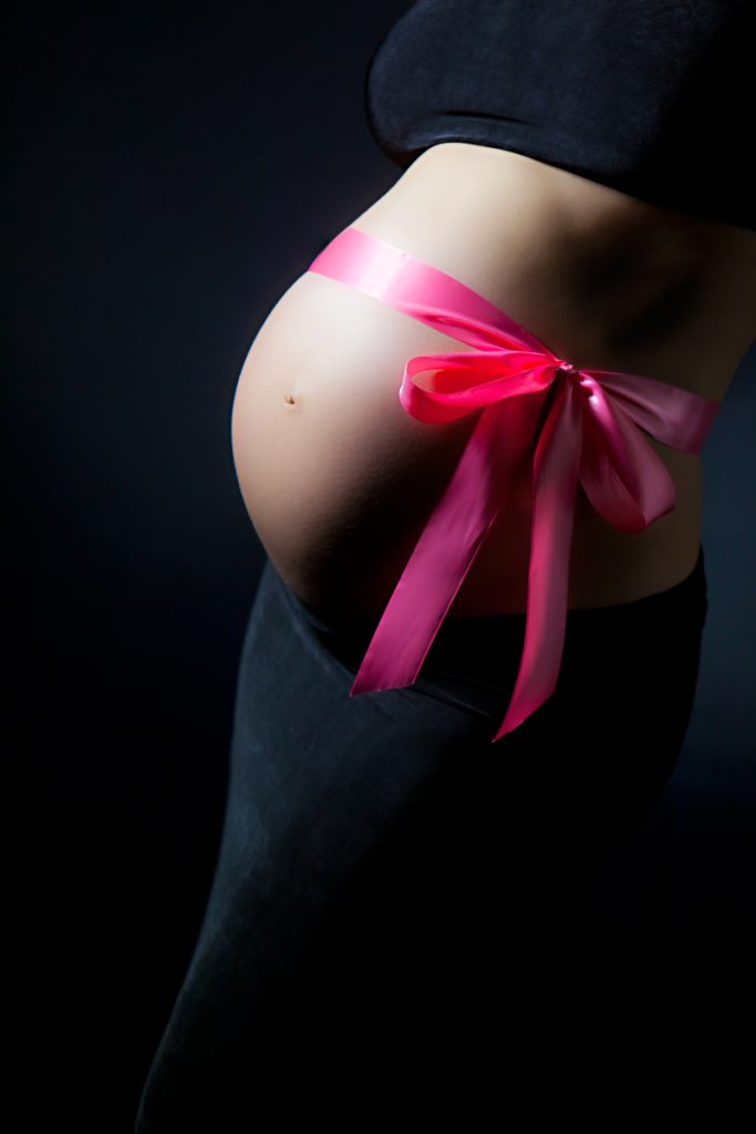 artistic-maternity-pregnancy-photo-belly-pink-bow-juliati-photography