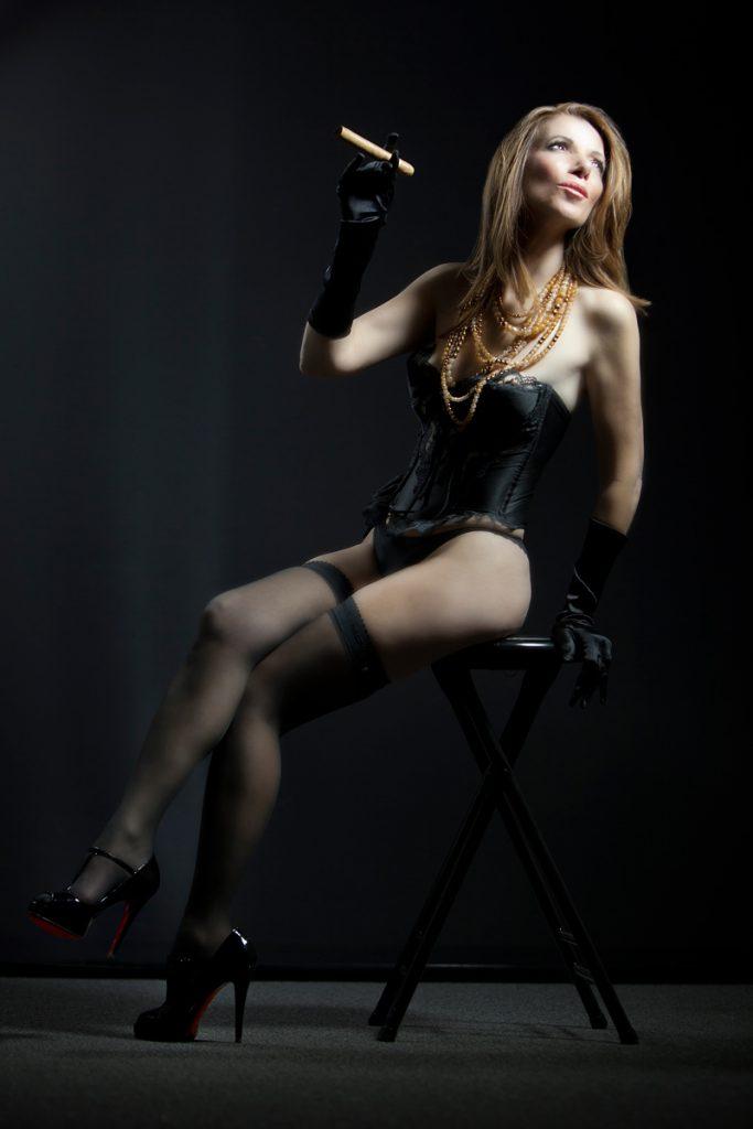 sexy-boudoir-photos-lingerie-corset-louboutin-shoes-cigar-juliati-photography