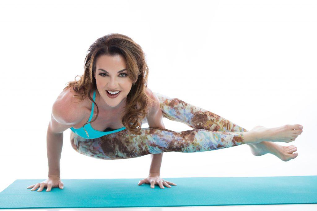 personal-trainer-yoga-fitness-glamour-business-headshot-juliati-photography