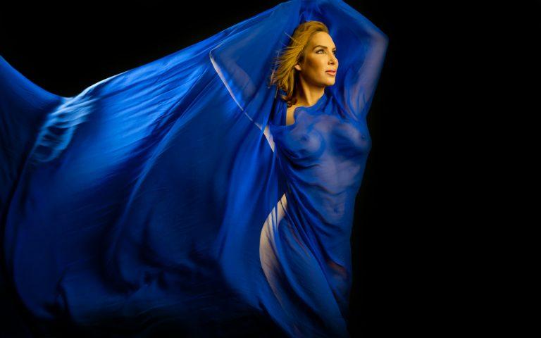 artistic-nude-boudoir-women-movement-navy-blue-fabric-juliati-photography