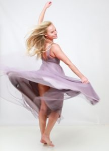 glamour-photoshoot-dancing-woman-celebration-juliati