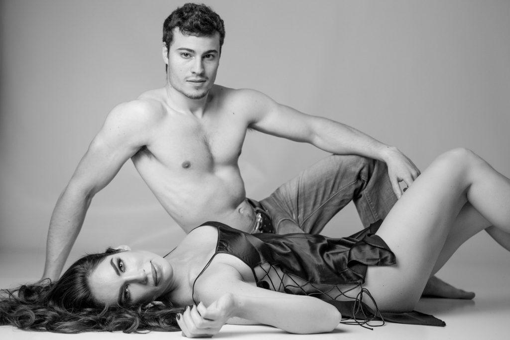 sexy-couple-boudoir-photoshoot-juliati-photography