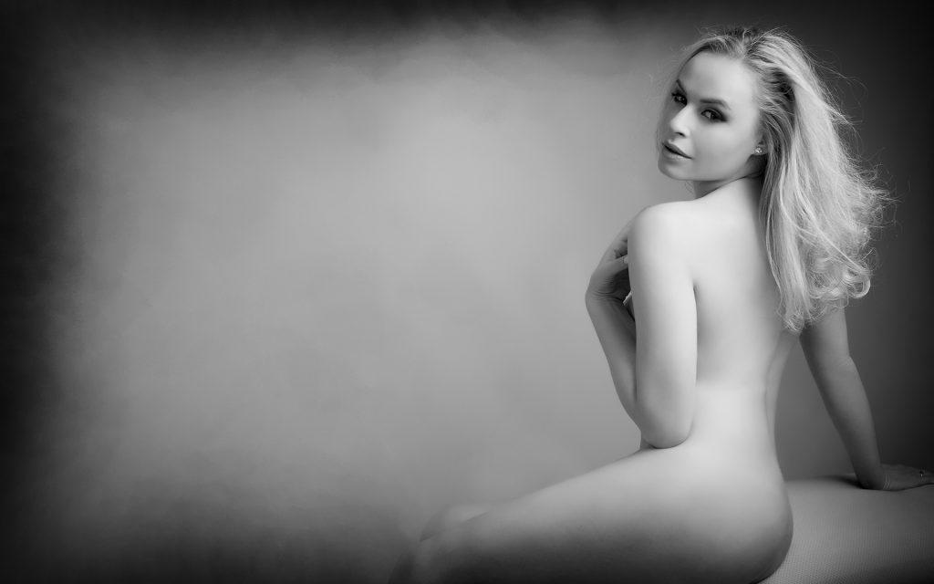 nude-woman-portrait-juliati-photography-studio-boudoir