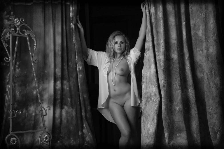 nude-photoshoot-westchester-ny-juliati-photography-studio